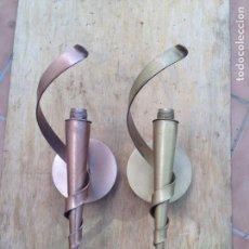 Antigüedades: ANTIGUO APLIQUE LAMPARA PARED HIERRO EN ORO Y COBRE TIPO CASTILLO RUSTICO. Lote 121681255
