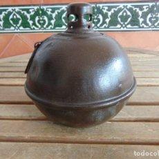 Antigüedades: LAMPARA QUINQUE DE ACEITE EN METAL DE FORMA REDONDA IMITANDO ANTIGUA BOMBA. Lote 121700991
