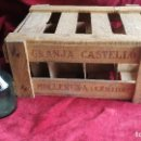 Antigüedades: CAJA DE MADERA LECHE CONDENSADA CASTILLO, CONTIENE UN TARRO. Lote 121719035