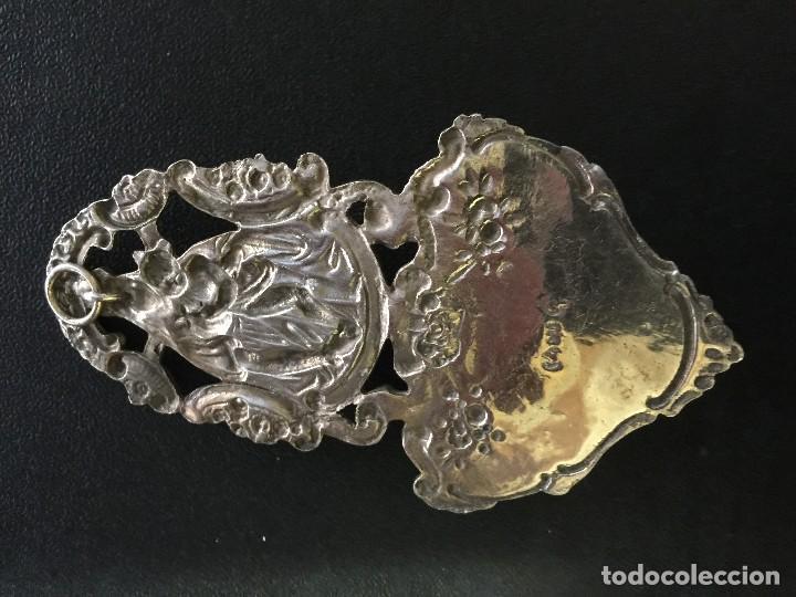 Antigüedades: Pila benditera. Virgen con niño. Plata de ley. 75 grs - Foto 3 - 121791047