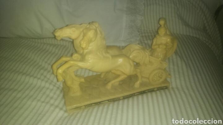 FIGURA ESCULTURA DE CARRO DE GUERRA ROMANO EN ALABASTRO O SIMILAR. LLAMADO BIGA. ( CUADRIGA ). (Antigüedades - Hogar y Decoración - Figuras Antiguas)