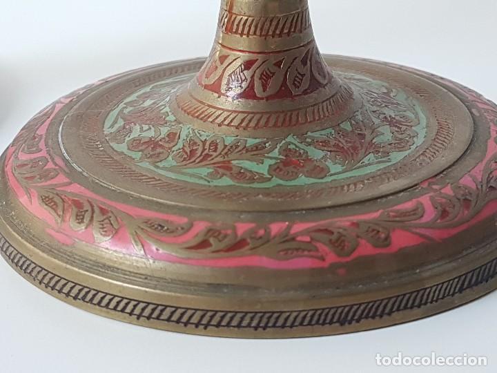 Antigüedades: PAREJA CANDELABROS EN BRONCE TALLADO Y PINTADO - Foto 2 - 121854235