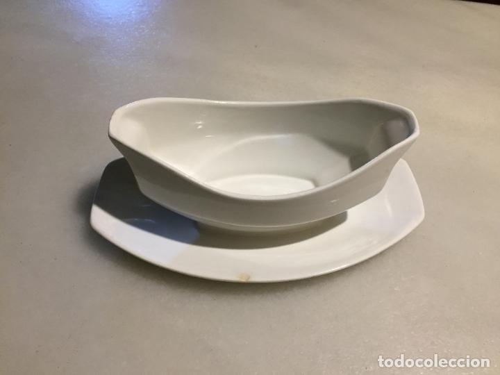 ANTIGUA SALSERA DE PORCELANA BLANCA DE LOS AÑOS 40-50 (Antigüedades - Porcelanas y Cerámicas - Otras)