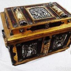 Antigüedades: ARQUETA ÚNICA, ( PLATA REPUJADA, TALLAS EN HUESO, HERRAJES, ETC) PIEZA ÚNICA( 38.5 X 26 X 24 CM ). Lote 122031819
