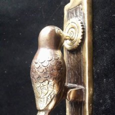 Antigüedades: BIRD / BEAK / DOOR KNOCKER / BRONZE BRASS ART WINDOW ANIMAL . Lote 122047999