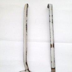 Antigüedades: CUCHARÓN Y ESPUMADERA SERVIR METAL ESMALTADO. Lote 122077539