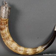 Antigüedades: RECIPIENTE CHINO CUERNO DE BOVINO GRABADO CON MONTURA EN PLATA PRIMERA MITAD SIGLO XX. Lote 122112779