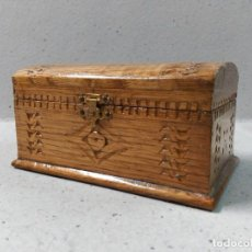 Antigüedades: CAJA DE MADERA TALLADA. Lote 122127747