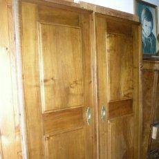 Antigüedades: IMPRESIONANTES PUERTAS DE NOGAL DE CORREDERA GRAN GROSOR. Lote 122157128