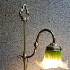 Antigüedades: LAMPARA MODERNISTA SOBREMESA EN BRONCE. Lote 122162315