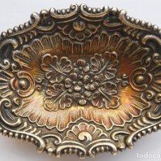 Antigüedades: BANDEJA DE PLATA - DOS CONTRASTES - MUY BONITA - 13 X 9 CM.. Lote 122162615