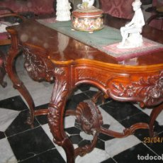 Antigüedades: PRECIOSA MESA DE CENTRO EN CAOBA CUBANA TALLADA. PRIMERA MITAD SIGLO XLX MUE-005. Lote 122169567
