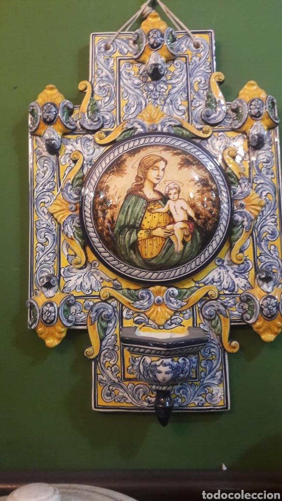 GRAN BENDITERA ESPAÑOLA 60 ALTO X 40 ANCHO MAESTRO ROBLES FIRMADA ESPAÑA (Antigüedades - Religiosas - Benditeras)