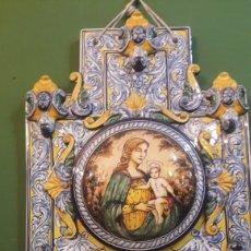 Antigüedades: GRAN BENDITERA ESPAÑOLA 60 ALTO X 40 ANCHO MAESTRO ROBLES FIRMADA ESPAÑA. Lote 122170779