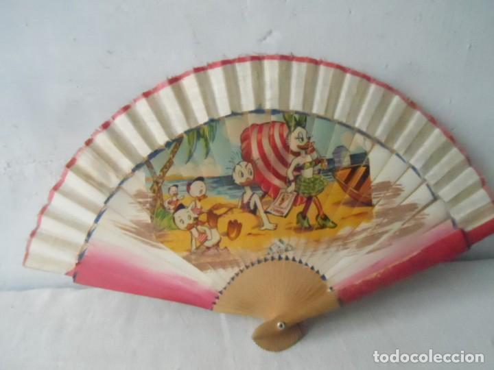 ABANICO AÑO 1960 DAISY DISNEY (Antigüedades - Moda - Abanicos Antiguos)
