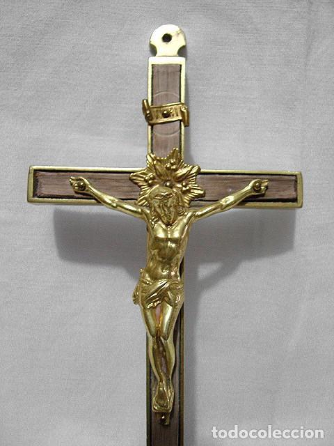 CRUCIFIJO. CRUZ DE BRONCE Y MADERA. CRISTO BRONCE BAÑADO EN ORO. 20 X 9 X 2 CM. PRIMERA MITAD 1900. (Antigüedades - Religiosas - Crucifijos Antiguos)