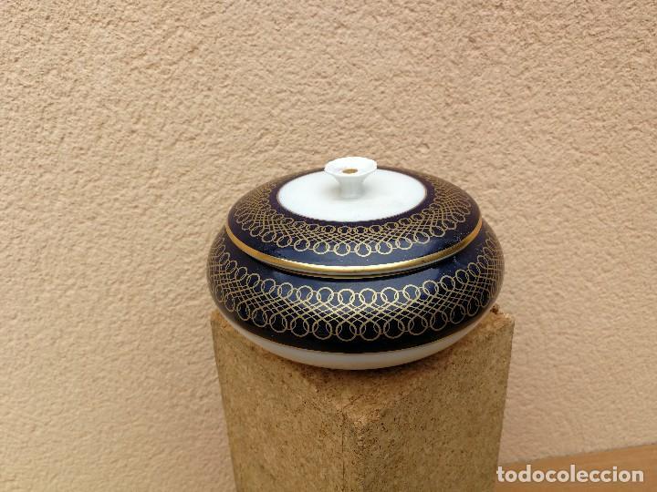 BOMBONERA PORCELANA AZUL COBALTO IRRABIA PAMPLONA (Antigüedades - Porcelanas y Cerámicas - Otras)