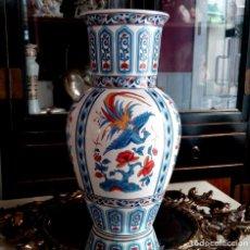 Antigüedades: JARRON - FLORERO DE PORCELANA CHINA PINTADO A MANO - 35 CM. Lote 122236447