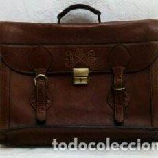 Antigüedades: MALETA DE CUERO REPUJADA. Lote 122263123