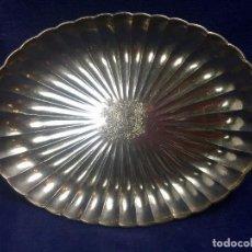 Antigüedades: FUENTE GALLONADA PELTRE PLATEADO GANSO EN CENTRO MITAD S XX 20,5X15,5CM. Lote 122278079
