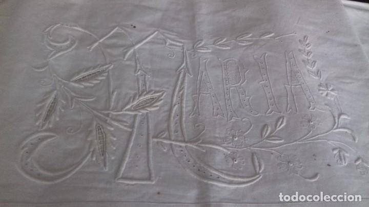 Antigüedades: MUY ANTIGUA SABANA CON GRANDES INICIALES BORDADAS A MANO CON EL NOMBRE DE MARIA. - Foto 2 - 122285155