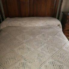 Antigüedades: COLCHA DE GANCHILLO COLOR BEIGE. Lote 122289492