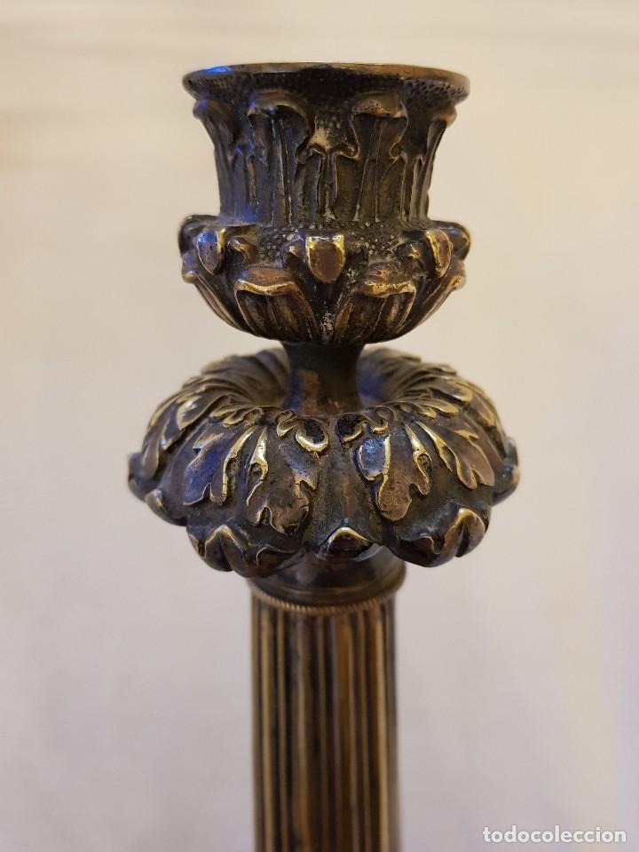 Antigüedades: Pareja de candeleros de latón plateado. Finales siglo XIX - Foto 2 - 122311031