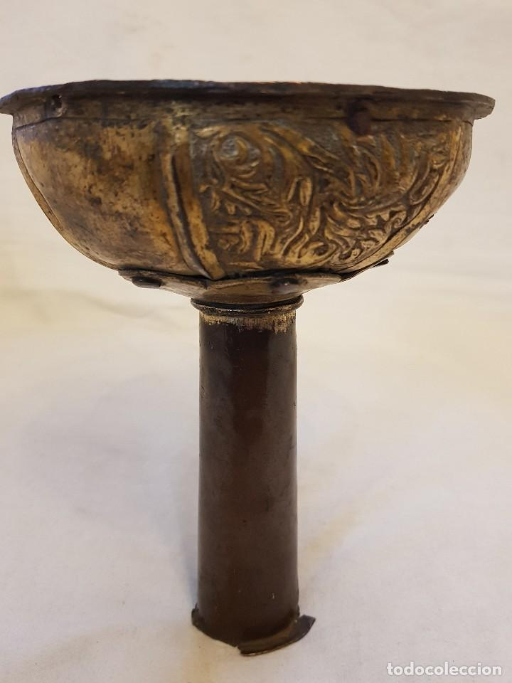 Antigüedades: Base de cruz procesional de bronce dorado. Siglo XIII-XIV - Foto 4 - 122313103