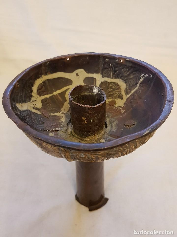 Antigüedades: Base de cruz procesional de bronce dorado. Siglo XIII-XIV - Foto 5 - 122313103