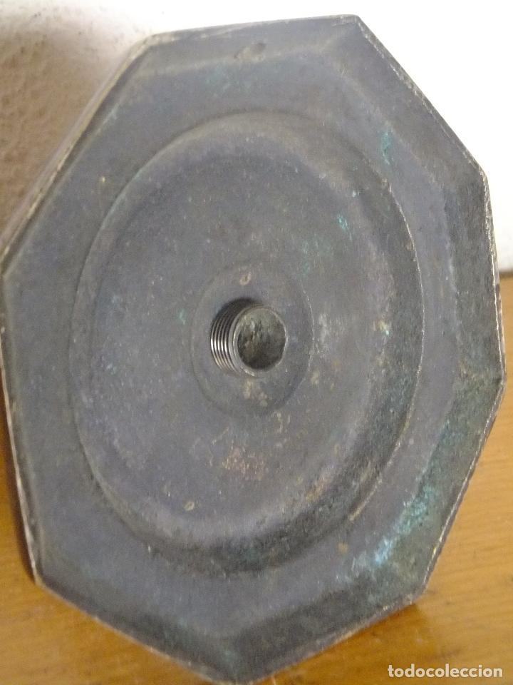 Antigüedades: Candelero ( no candelabro ) de bronce base octogonal S, XVIII - Foto 4 - 122320163