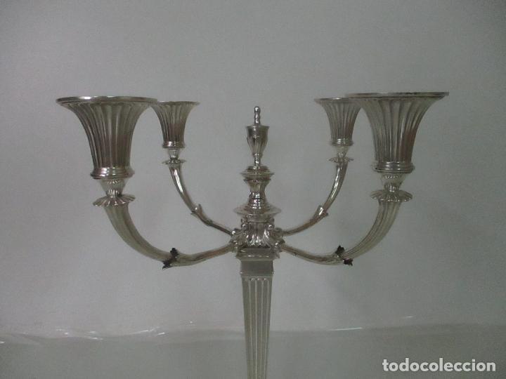 Antigüedades: Preciosa Pareja de Candelabros, Estilo Imperio - Plata de Ley, con Contrastes - Sello J. Roca - Foto 5 - 122332543