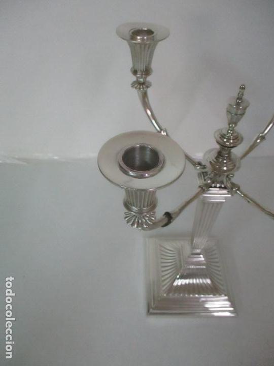 Antigüedades: Preciosa Pareja de Candelabros, Estilo Imperio - Plata de Ley, con Contrastes - Sello J. Roca - Foto 6 - 122332543