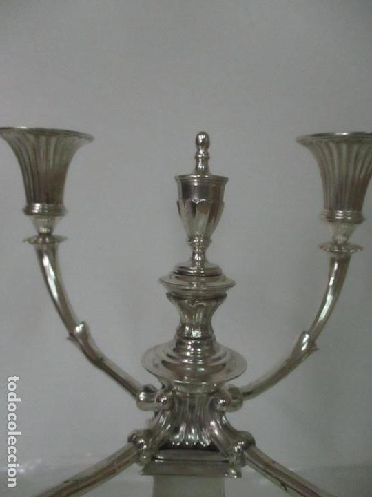 Antigüedades: Preciosa Pareja de Candelabros, Estilo Imperio - Plata de Ley, con Contrastes - Sello J. Roca - Foto 11 - 122332543