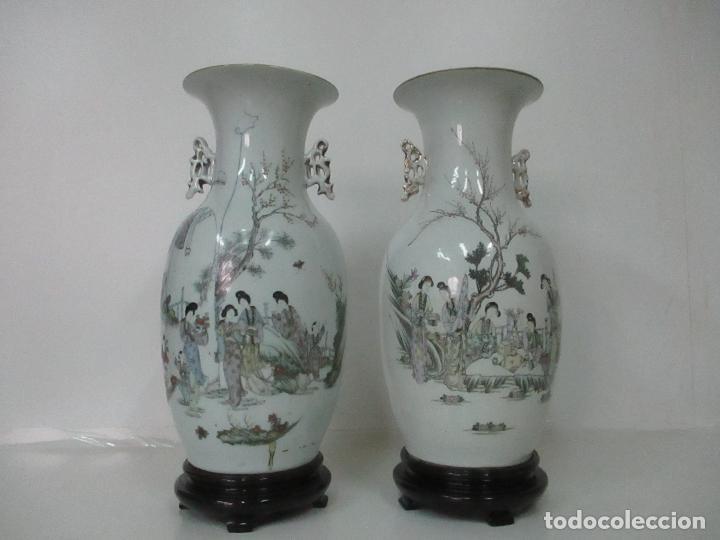 PAREJA JARRONES ORIENTALES - JARRÓN PORCELANA DE NANKING, CHINA - PEANAS DE MADERA - ALTURA 48,5 CM (Antigüedades - Porcelanas y Cerámicas - China)