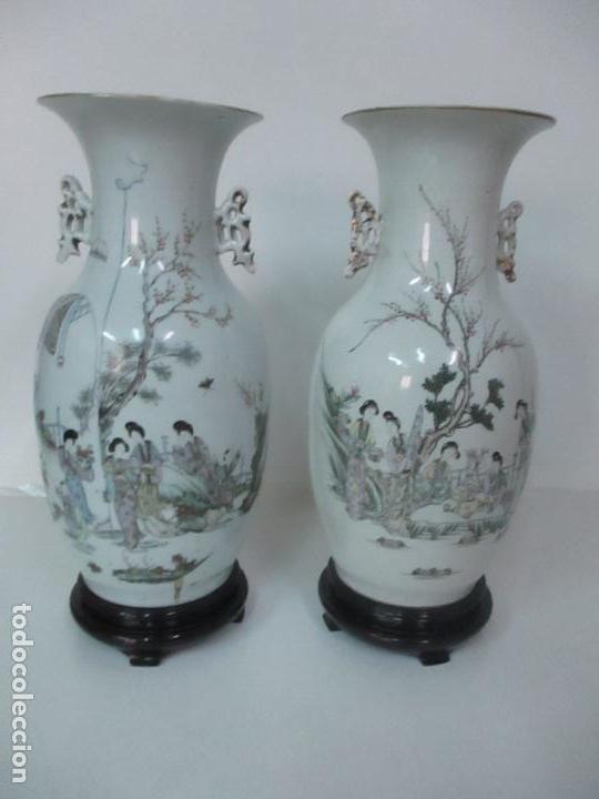 Antigüedades: Pareja Jarrones Orientales - Jarrón Porcelana de Nanking, China - Peanas de Madera - Altura 48,5 cm - Foto 2 - 150332305