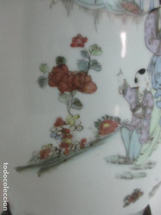 Antigüedades: Pareja Jarrones Orientales - Jarrón Porcelana de Nanking, China - Peanas de Madera - Altura 48,5 cm - Foto 8 - 150332305