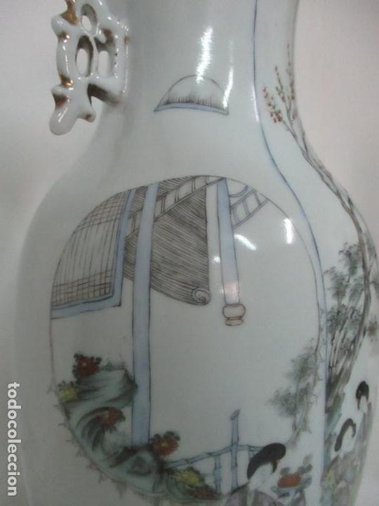 Antigüedades: Pareja Jarrones Orientales - Jarrón Porcelana de Nanking, China - Peanas de Madera - Altura 48,5 cm - Foto 9 - 150332305