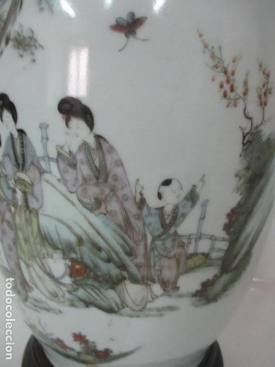 Antigüedades: Pareja Jarrones Orientales - Jarrón Porcelana de Nanking, China - Peanas de Madera - Altura 48,5 cm - Foto 10 - 150332305
