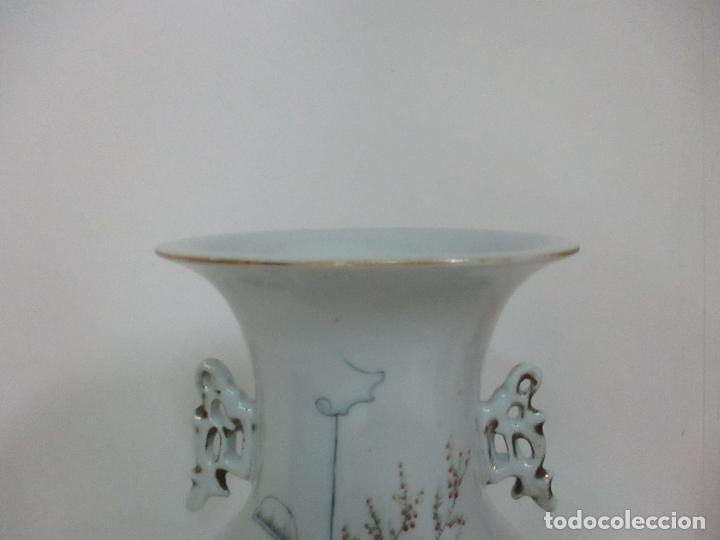 Antigüedades: Pareja Jarrones Orientales - Jarrón Porcelana de Nanking, China - Peanas de Madera - Altura 48,5 cm - Foto 11 - 150332305