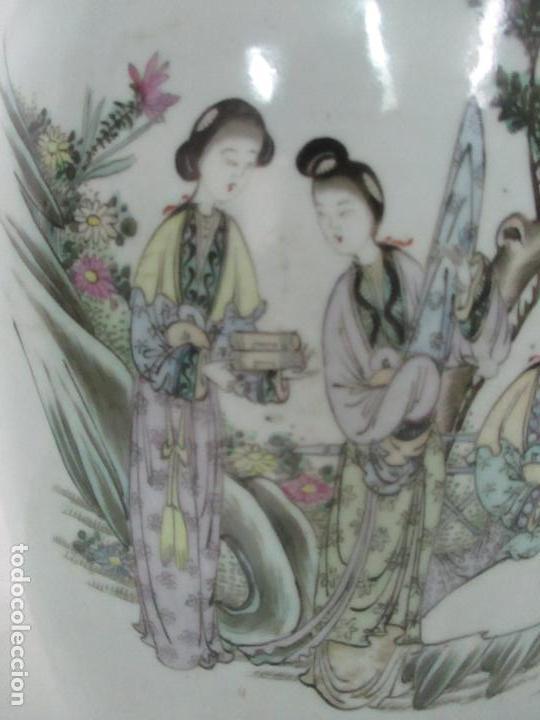 Antigüedades: Pareja Jarrones Orientales - Jarrón Porcelana de Nanking, China - Peanas de Madera - Altura 48,5 cm - Foto 24 - 150332305