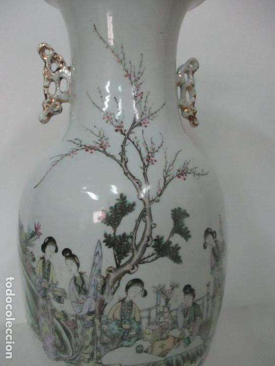 Antigüedades: Pareja Jarrones Orientales - Jarrón Porcelana de Nanking, China - Peanas de Madera - Altura 48,5 cm - Foto 25 - 150332305