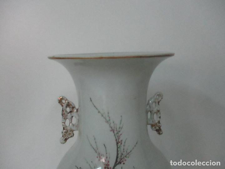 Antigüedades: Pareja Jarrones Orientales - Jarrón Porcelana de Nanking, China - Peanas de Madera - Altura 48,5 cm - Foto 26 - 150332305