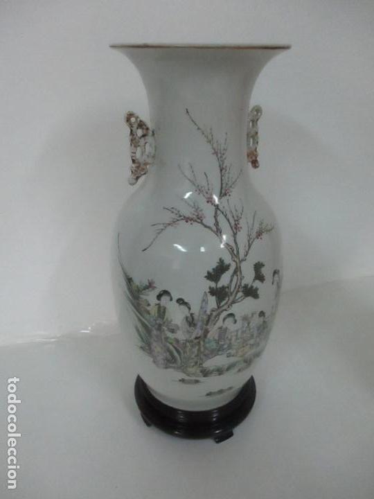 Antigüedades: Pareja Jarrones Orientales - Jarrón Porcelana de Nanking, China - Peanas de Madera - Altura 48,5 cm - Foto 28 - 150332305