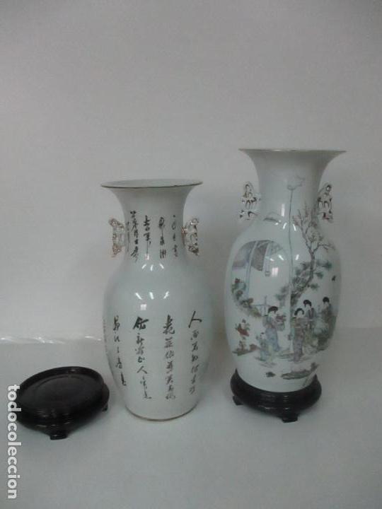 Antigüedades: Pareja Jarrones Orientales - Jarrón Porcelana de Nanking, China - Peanas de Madera - Altura 48,5 cm - Foto 33 - 150332305