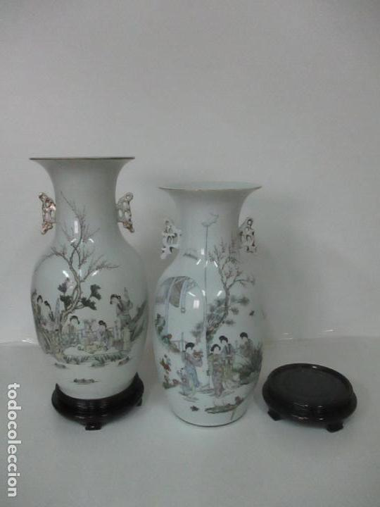 Antigüedades: Pareja Jarrones Orientales - Jarrón Porcelana de Nanking, China - Peanas de Madera - Altura 48,5 cm - Foto 36 - 150332305
