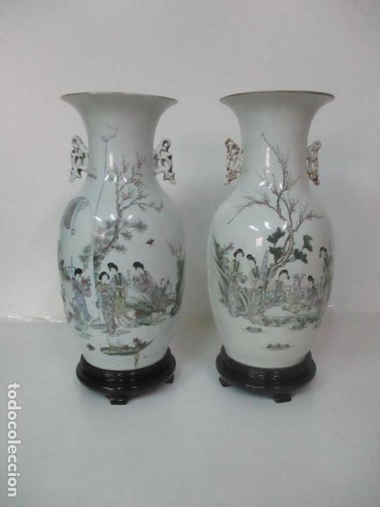 Antigüedades: Pareja Jarrones Orientales - Jarrón Porcelana de Nanking, China - Peanas de Madera - Altura 48,5 cm - Foto 37 - 150332305