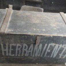 Antigüedades: CAJON HERRAMIENTAS ANTIGUO ANTIGÜEDADES COLISEVM. Lote 122362071