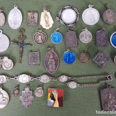 Antigüedades: COLECCIÓN DE 30 MEDALLAS RELIGIOSAS. METAL ESMALTADO. SIGLO XX.. Lote 122424719