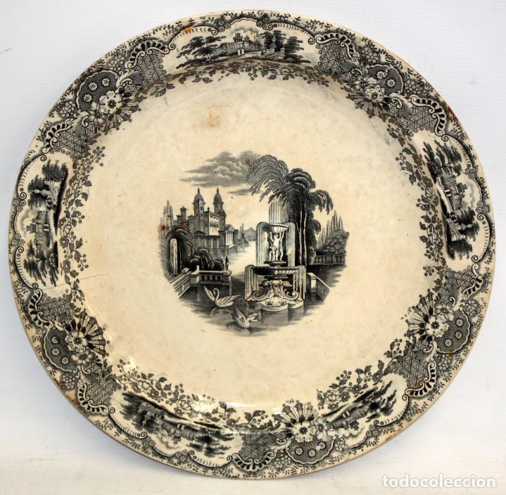 GRAN PLATO EN CERAMICA PICKMAN & CIA (SEMI CHINA) SIGLO XIX. LA CARTUJA SEVILLA. 38,5 CM. DIAMETRO (Antigüedades - Porcelanas y Cerámicas - La Cartuja Pickman)