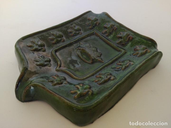 Antigüedades: Cenicero escudo de Úbeda de cerámica popular de Úbeda - Foto 2 - 122482623